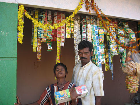 Shop selling tea-, tobacco-bags...